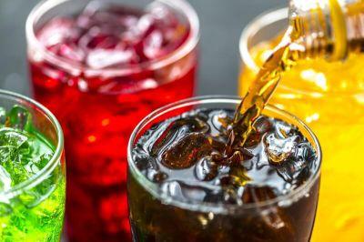 Asocian el consumo regular de refrescos azucarados con mayor riesgo de cáncer de mama en la posmenopausia