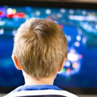 Los niños de EEUU ven cinco veces más televisión que hace dos décadas
