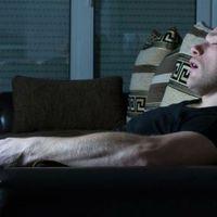 Estudio: Dormir con la TV encendida puede causar obesidad