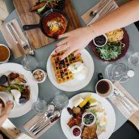 Un desayuno copioso en lugar de una cena abundante podría ayudar a prevenir la obesidad