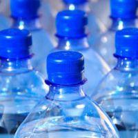 Detectan partículas de plástico en agua embotellada de varias marcas