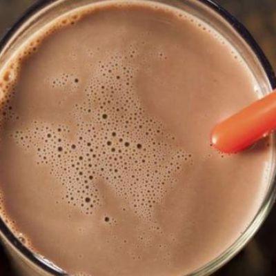 Realizan pruebas con compuestos del té verde en bebidas chocolatadas, en niños con síndrome de Down