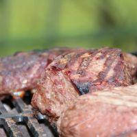La carne y el pescado a la parrilla están asociados a la hipertensión