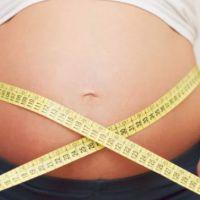 El sobrepeso materno y la hiperglucemia en el embarazo, vinculados con inicio temprano de la pubertad en las hijas